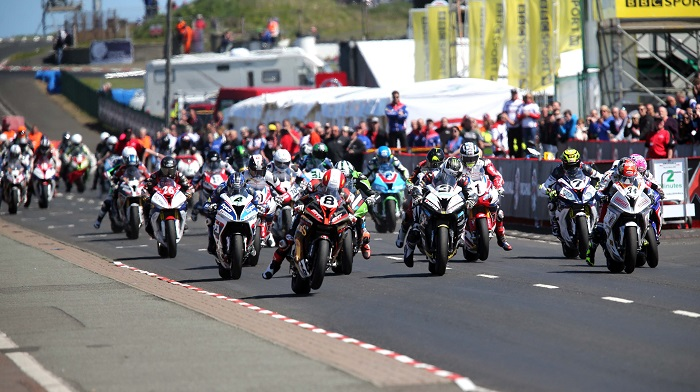 PACEMAKER BELFAST  14/05/2016 The start of the Superbike race during todays Vauxhall International North West 200. PHOTO STEPHEN DAVISON/PACEMAKER PRESS