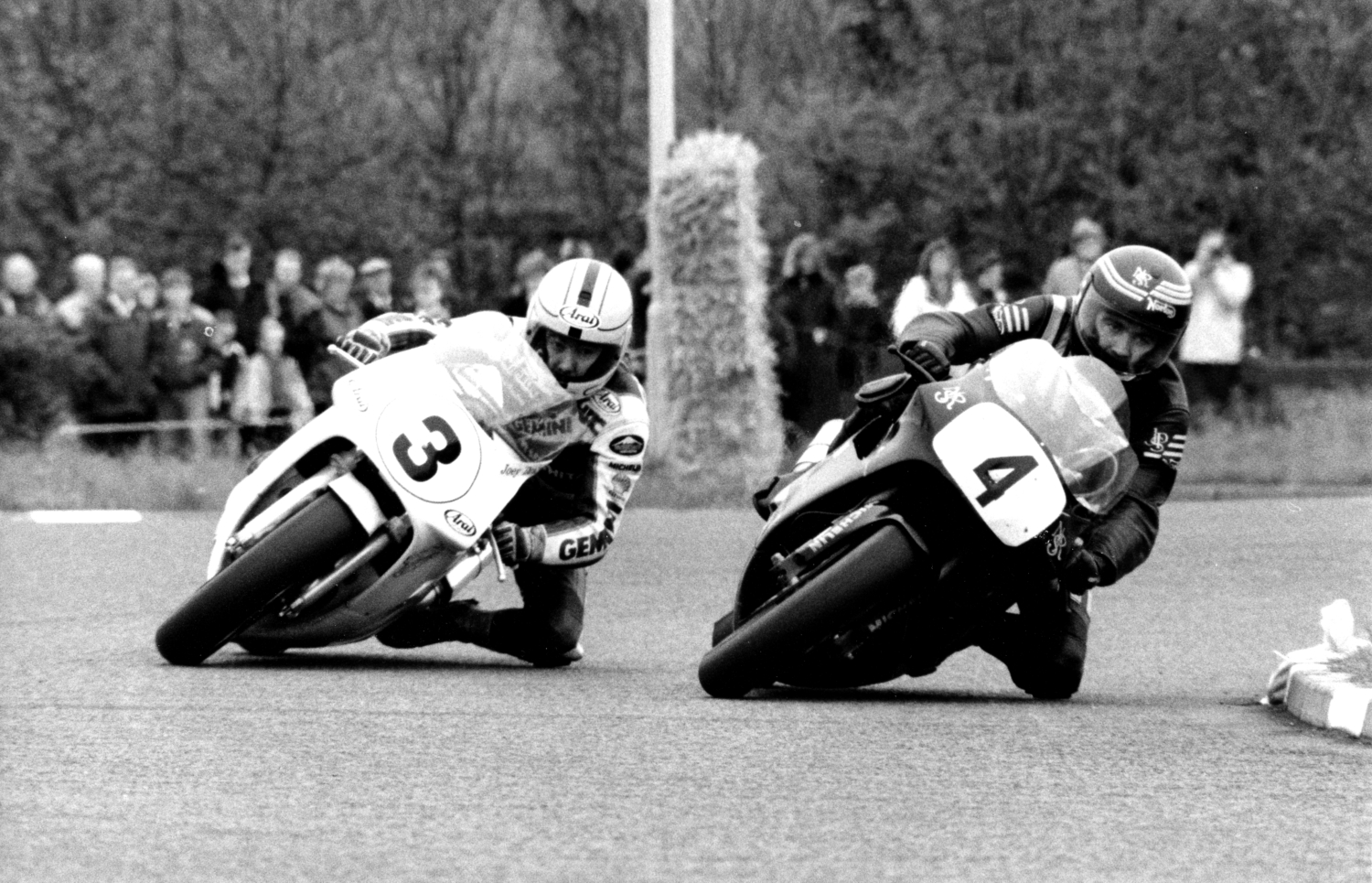 Joey (left) and Robert (right) Dunlop