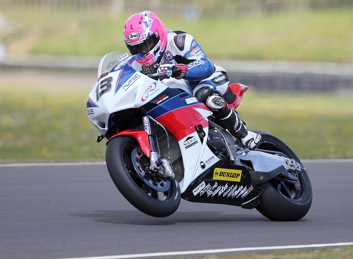 PACEMAKER, BELFAST, 26/4/2017: Lee Johnston on the Jackson Racing Fireblade at Castle Combe. PICTURE BY STEPHEN DAVISON