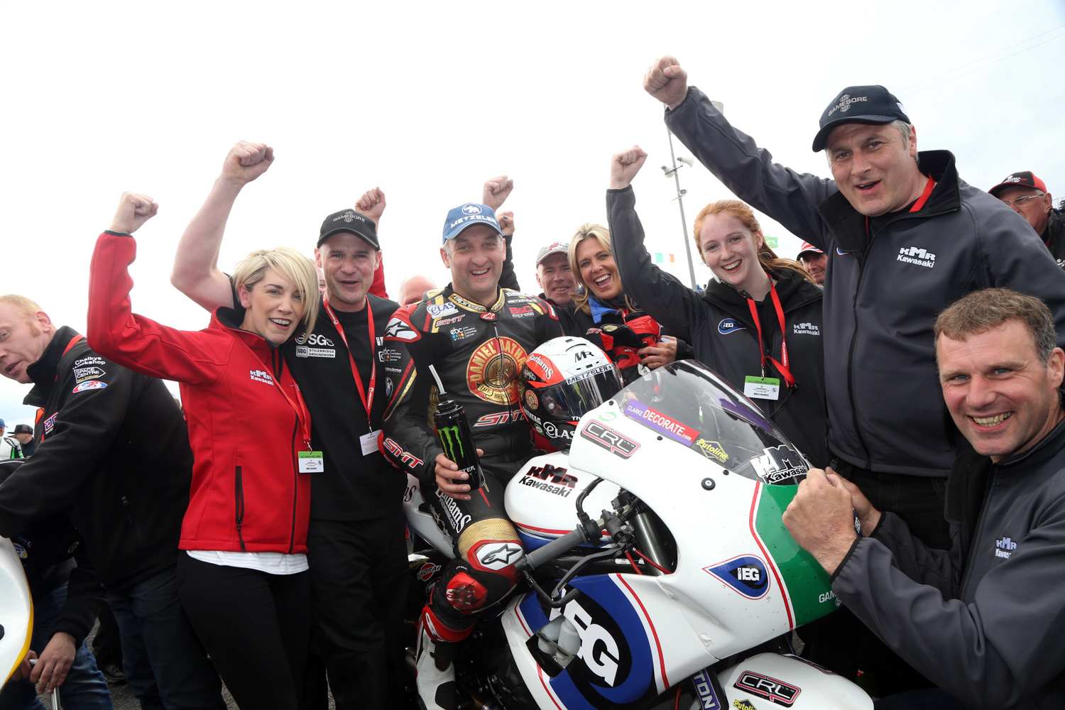 [Road Racing] TT 2017 - Page 3 Saturday-supertwin-race-10